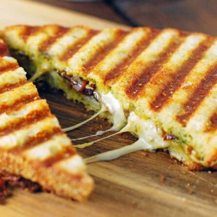 Grilled Cheese con Pesto