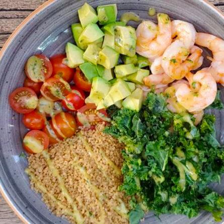 Bowl de Camarones, Quinua y Kale