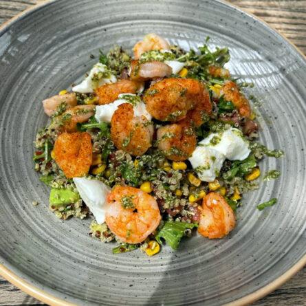 Bowl de Camarones con Mozzarella di Búfala
